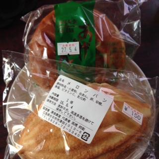 津保美堂のパン
